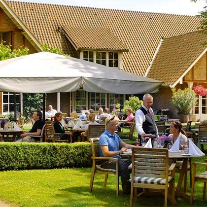 Landhotel de Bloemenbeek tuin en terras.jpg